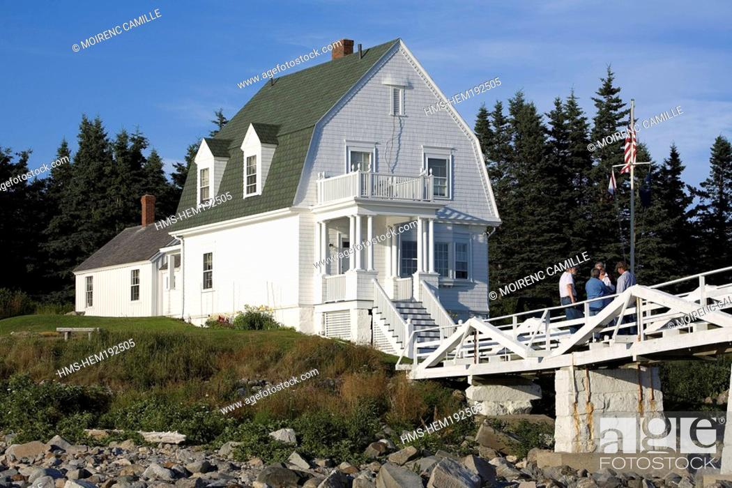 Stock Photo: United States, Maine, Port Clyde, Marshall Point Lighthouse, gambrel-roofed keeper's house.