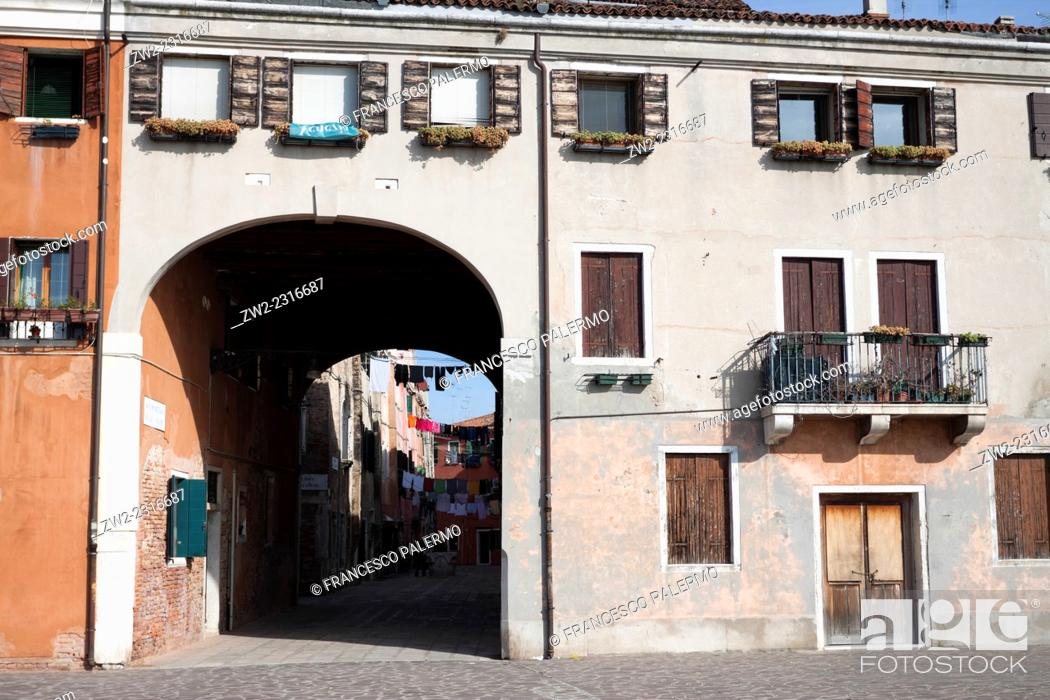 Photo de stock: Majestic house facade with large gateway. Venice, Veneto. Italy.