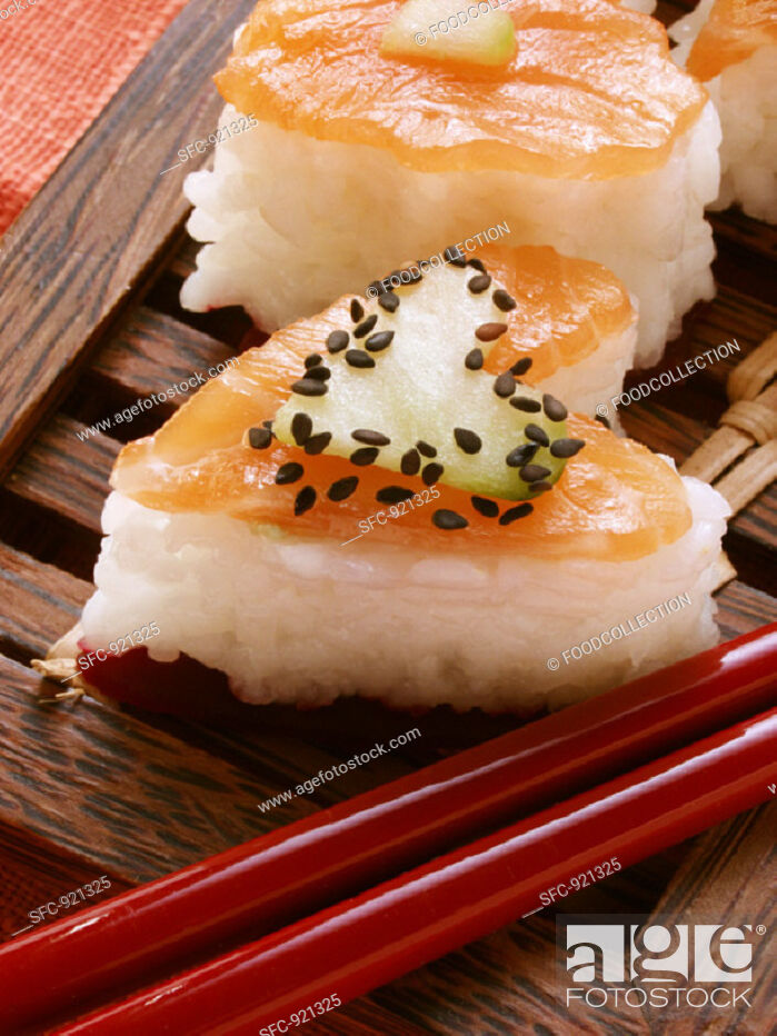 Stock Photo: Heart-shaped sushi with salmon, cucumber & sesame (close-up).