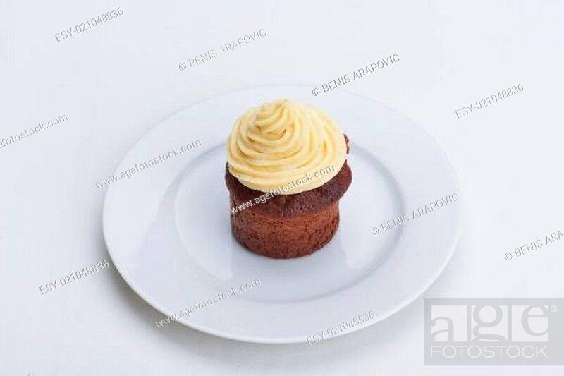 Stock Photo: muffin chocolate.