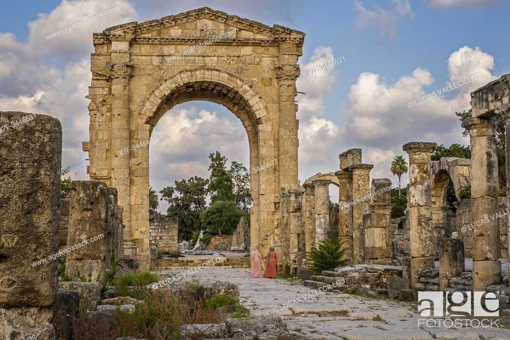 Stock Photo: Triumphal arc, in Al-Bass archaeological site, Tyre (Sour), Lebanon.