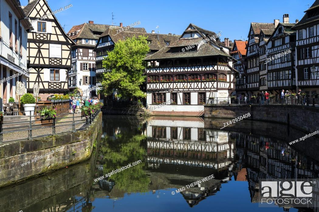 Imagen: Maison des Tanneurs and timbered houses along the ILL canal, Petite France District, Strasbourg, Alsace, Bas-Rhin Department, France.