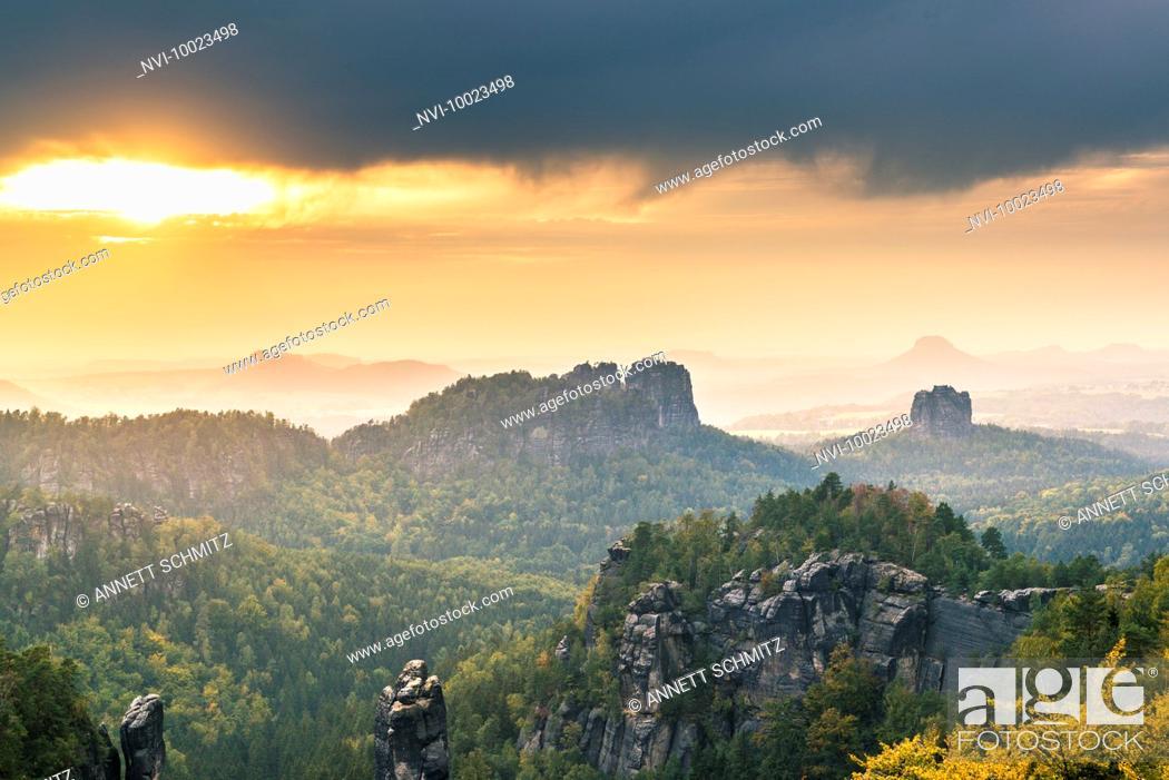 Stock Photo: Schrammsteine rocks and Falkenstein at sunset, Elbe sandstone mountains, Saxony, Germany.