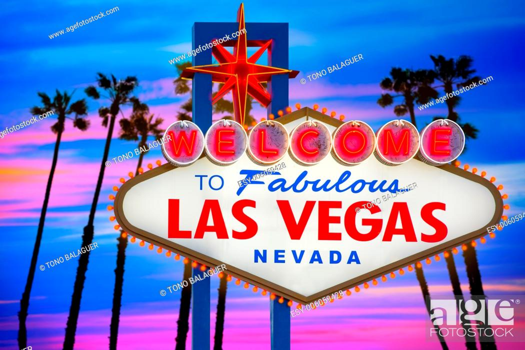 Photo de stock: Welcome to Fabulous Las Vegas sign sunset with palm trees Nevada photo mount.