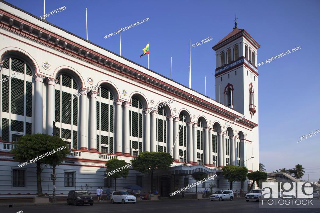 Imagen: Myanma Port Authority Building, Pansodan street, Yangon, Myanmar, Asia.