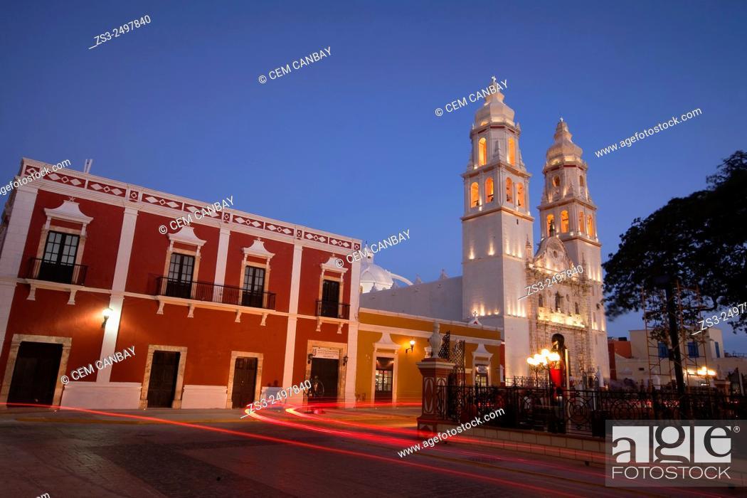 Photo de stock: Catedral de Nuestra Senora de la Purisima Concepcion, Cathedral of Campeche at Zocalo in the historical center listed as World Heritage Site by Unesco.