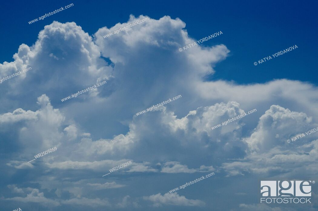 Imagen: Blue sky with clouds background.