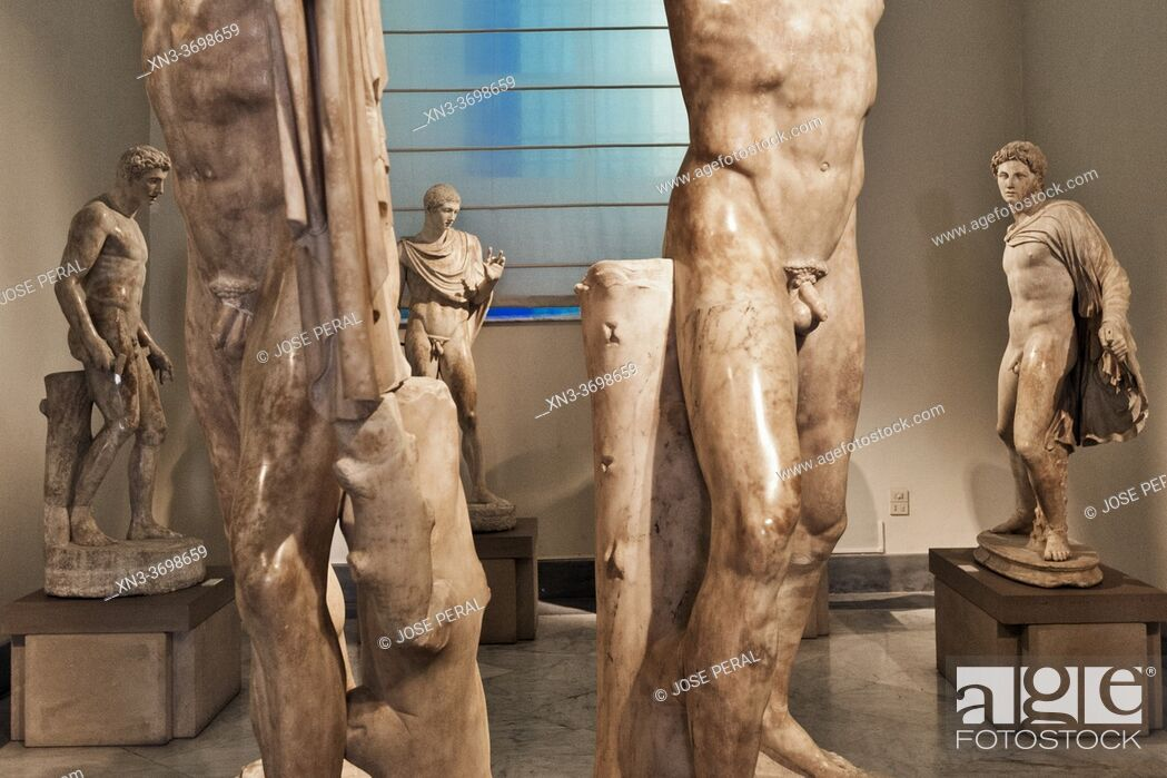 Photo de stock: In the foreground Sculptural pairing of the tyrannicides Harmodius and Aristogeiton, Ancient Greek, Roman copies of the Athenian originals, now lost.