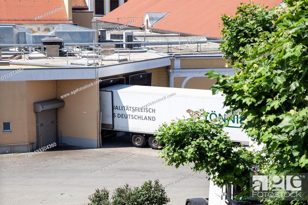 Stock Photo: Bamberg, Germany June 23, 2020: Symbolic images - Coronavirus - 06/23/2020 Toennies trucks in the Schlaughshof Bamberg, at the loading ramp,   usage worldwide.