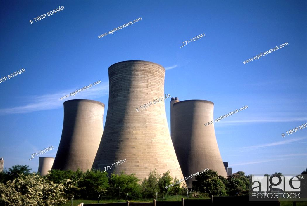 Stock Photo: UK, Britain, England, near Oxford, power plant, cooling towers.