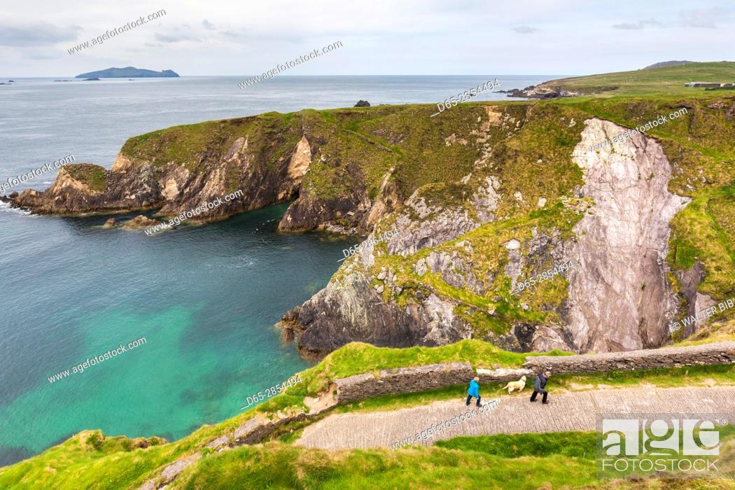 Stock Photo: Ireland, County Kerry, Dingle Peninsula, Slea Head Drive, Dunquin, elevated view of the Dunquin Pier.