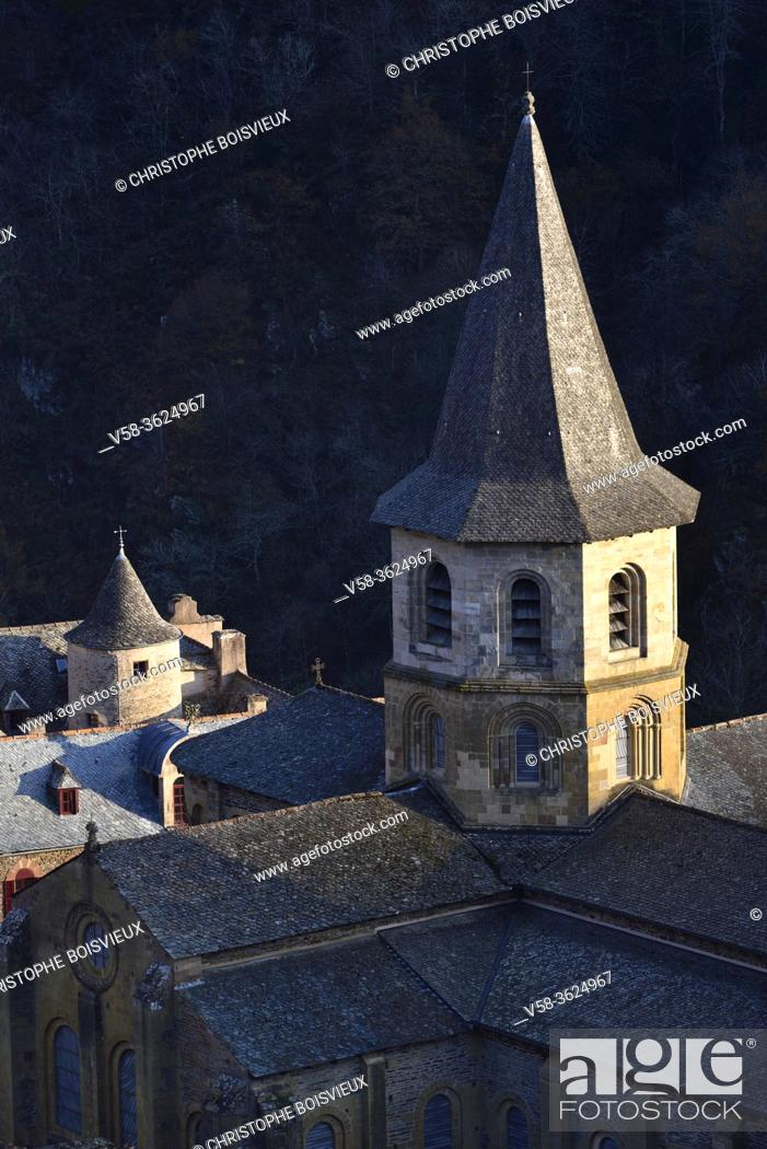 Stock Photo: France, Aveyron, Unesco World Heritage Site, Conques, Abbey church of Sainte-Foy (11-12th C).