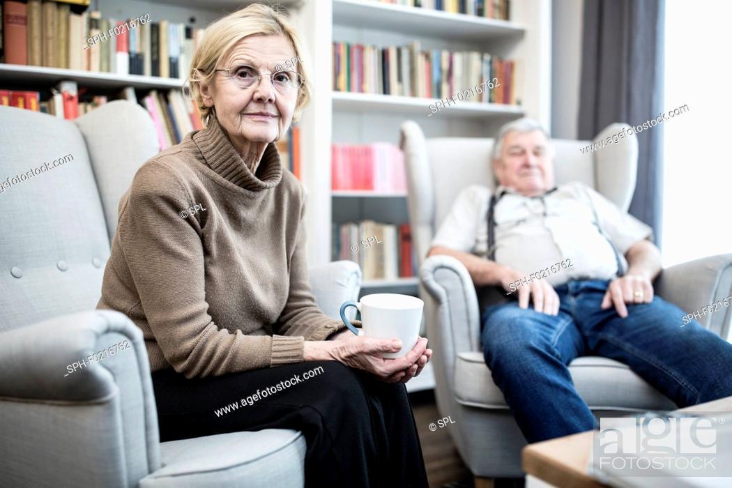 Imagen: Senior couple sitting on armchairs.