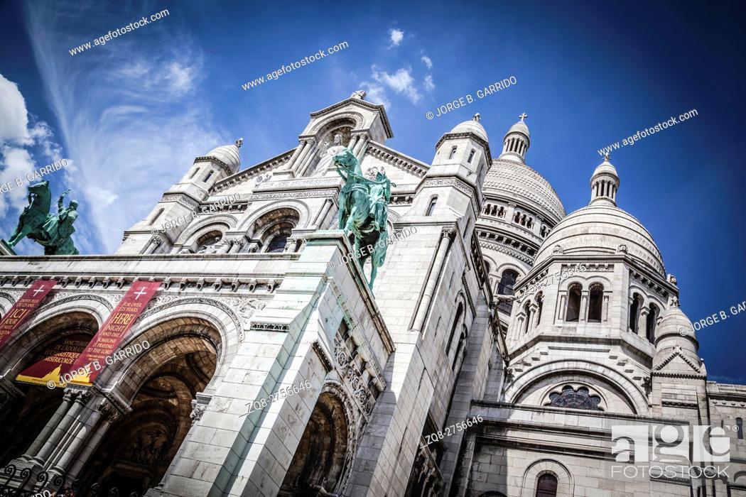 Photo de stock: Basilica Sacre Coeur with monument, Paris.