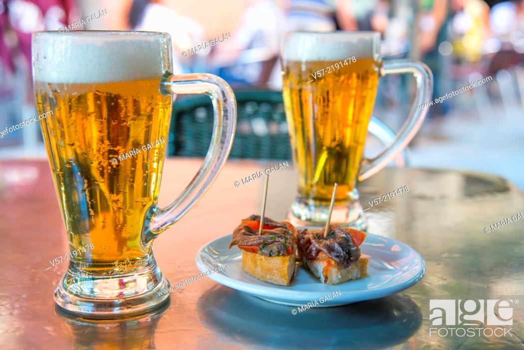 Imagen: Spanish aperitif: two glasses of beer with tapa on a terrace. Madrid, Spain.