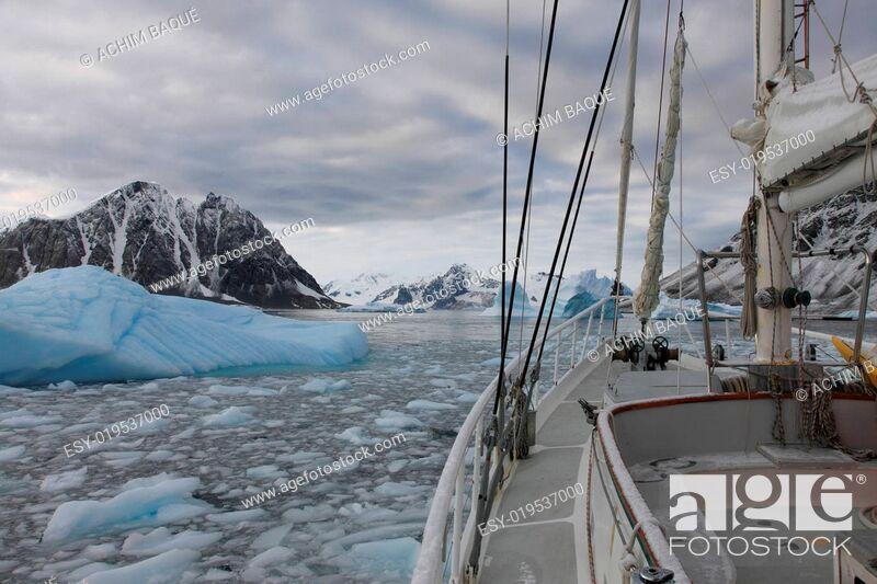 Imagen: Sailing boat Lemaire Channel.