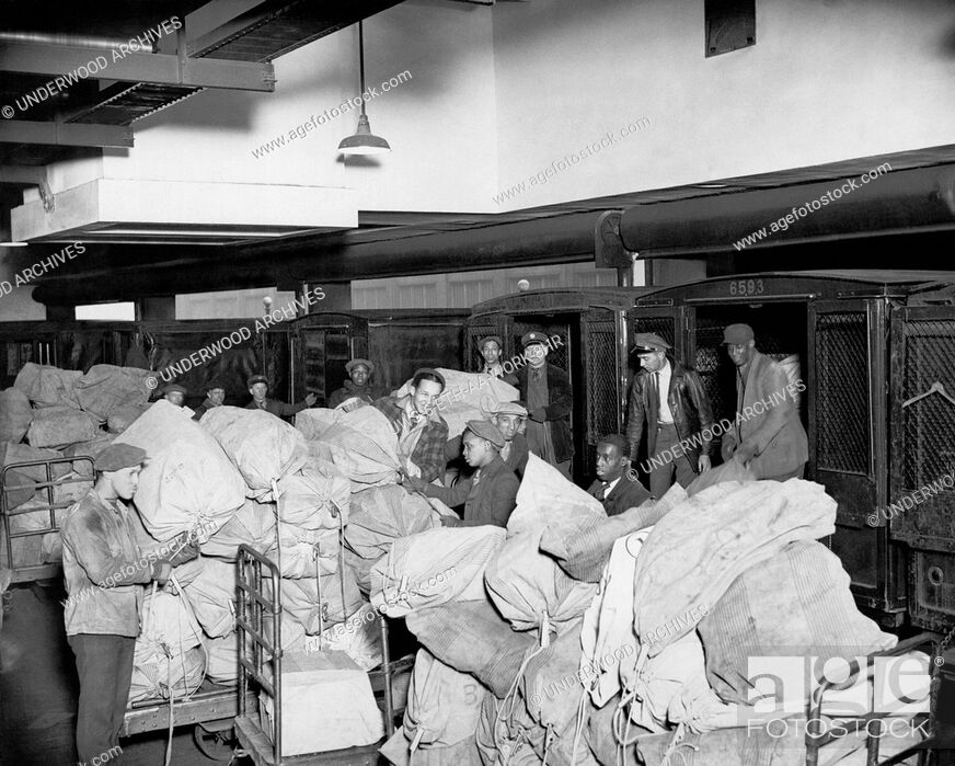 Stock Photo: Chicago, Illinois: December 18, 1929.Workers at the Van Buren Post Office in Chicago, regarded as the busiest office in the world.