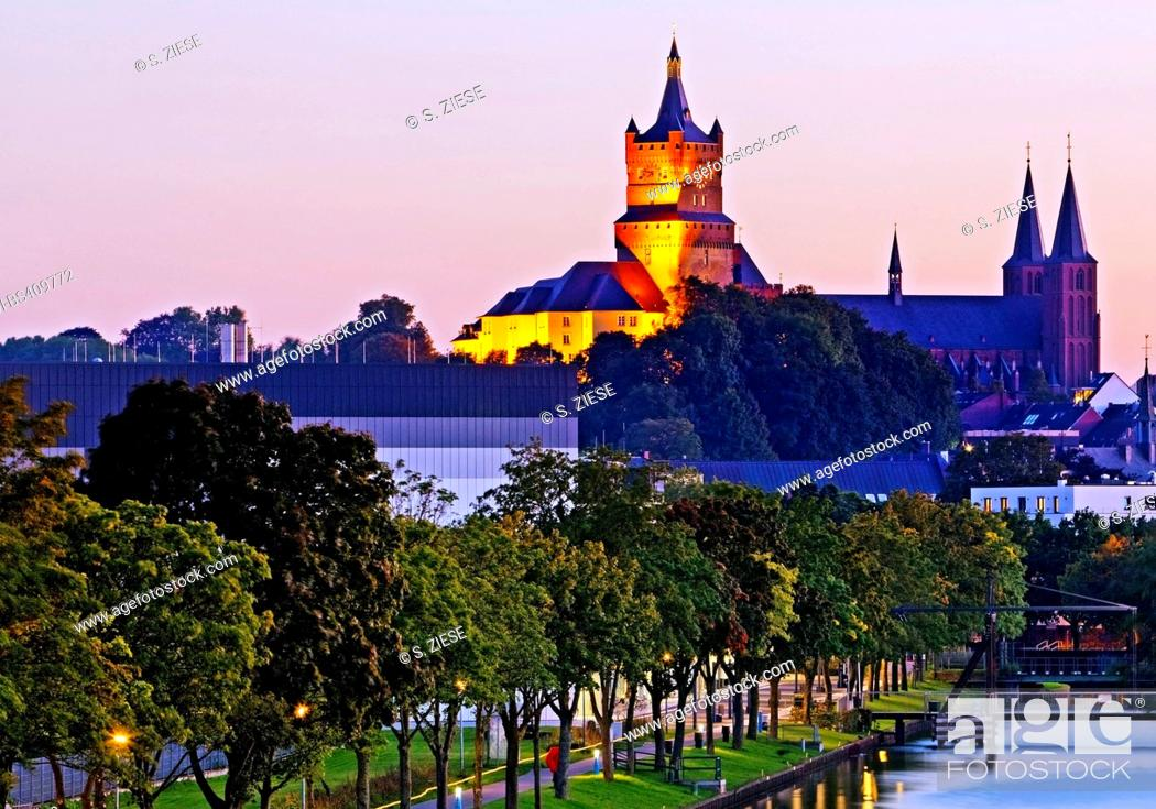 Stock Photo: illuminated Schwanenburg with Stiftskirche and Spoy canal, Germany, North Rhine-Westphalia, Lower Rhine, Cleves.