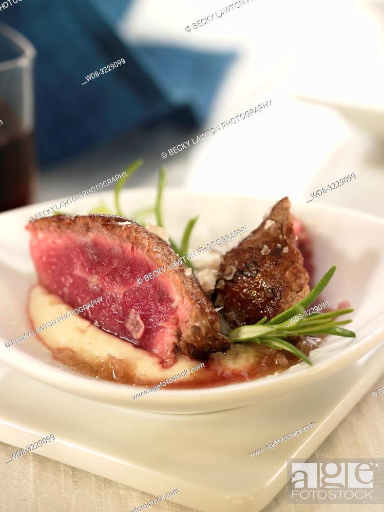 Stock Photo: Pincho de solomillo de ternera y pure de patatas.