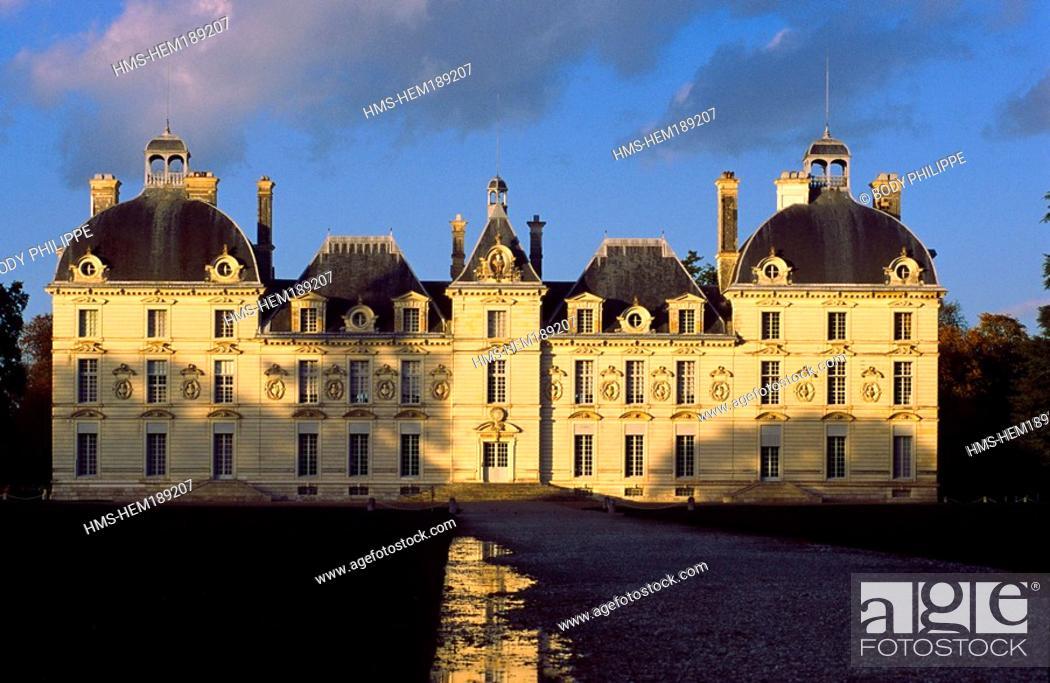 Stock Photo: France, Loir et Cher, Chateau de Cheverny with Classic Style.