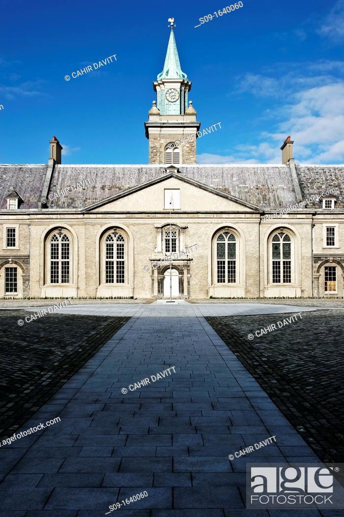Stock Photo: Ireland, Dublin, Kilmainham, Internal courtyard of the Kilmainham Museum of Modern Art.