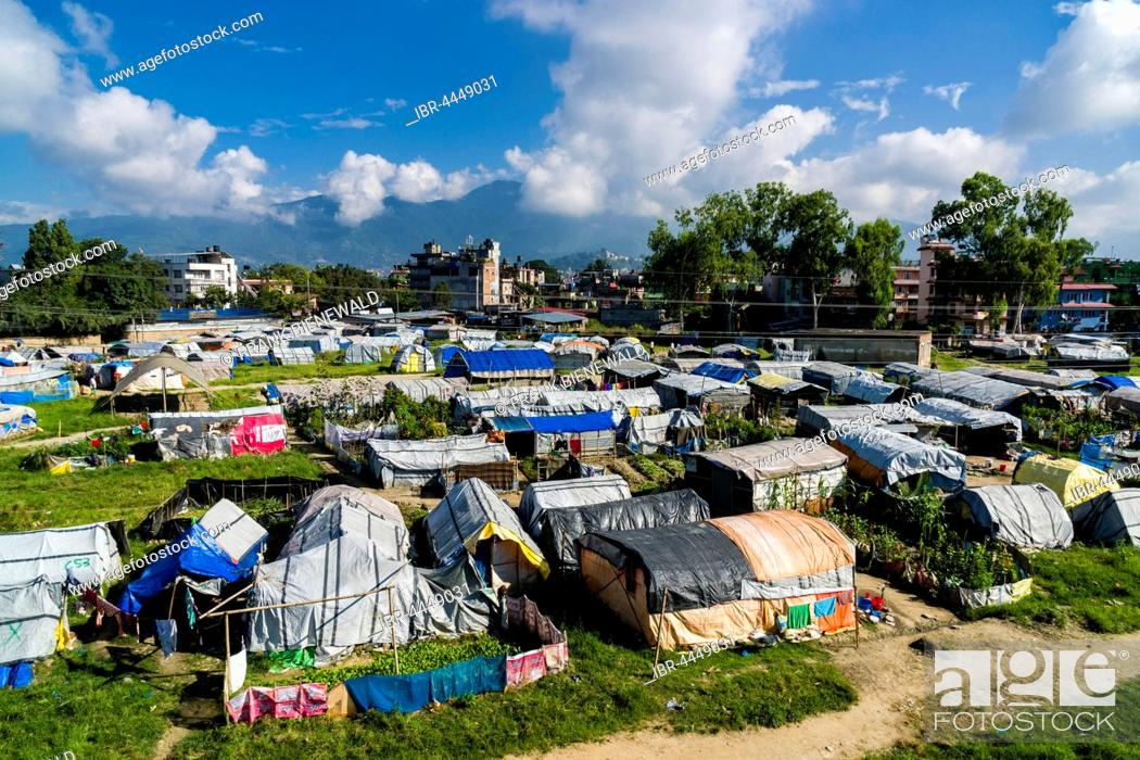 Imagen: Aerial view, tent camp for people who lost homes in 2015 earthquake, Boudha suburb, Kathmandu, Kathmandu District, Nepal.