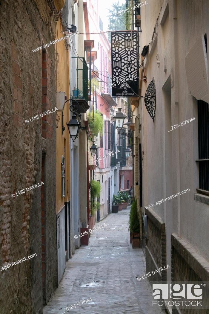 Imagen: santa cruz town. sevilla. spain.