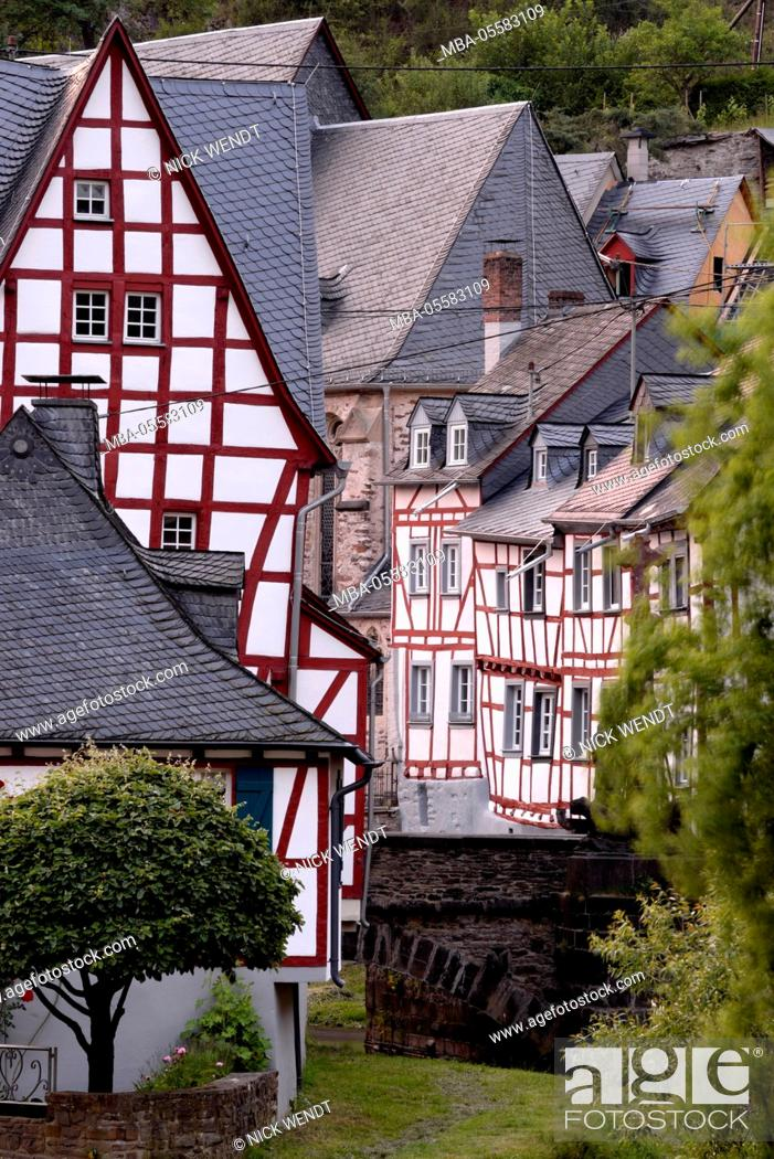 Photo de stock: old half-timbered houses in Monreal at the Eifel.