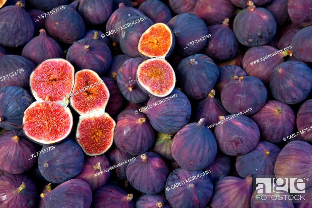 Stock Photo: Figs sold at a street market in Paris, France, Europe.