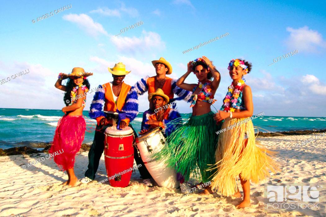 Imagen: Band on beach. Cuba.