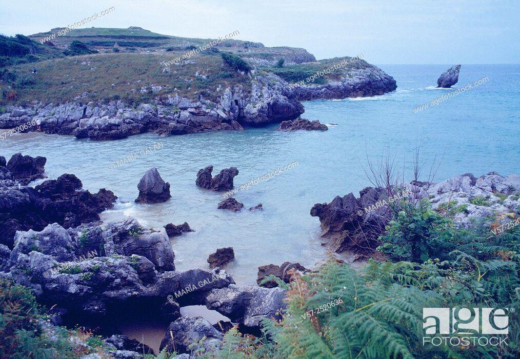 Stock Photo: Beach and coast. Buelna, Asturias, Spain.