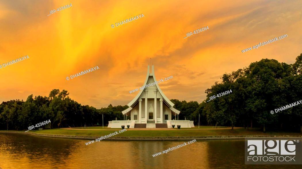 Uposatha At Wat Phra Dhammakaya Temple At Dawn Khlong Luang