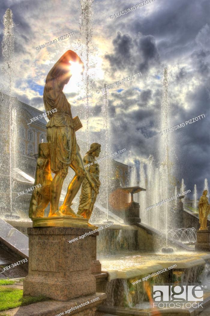 Stock Photo: Grand Peterhof Palace and the Grand Cascade, Saint Petersburg, Russia.