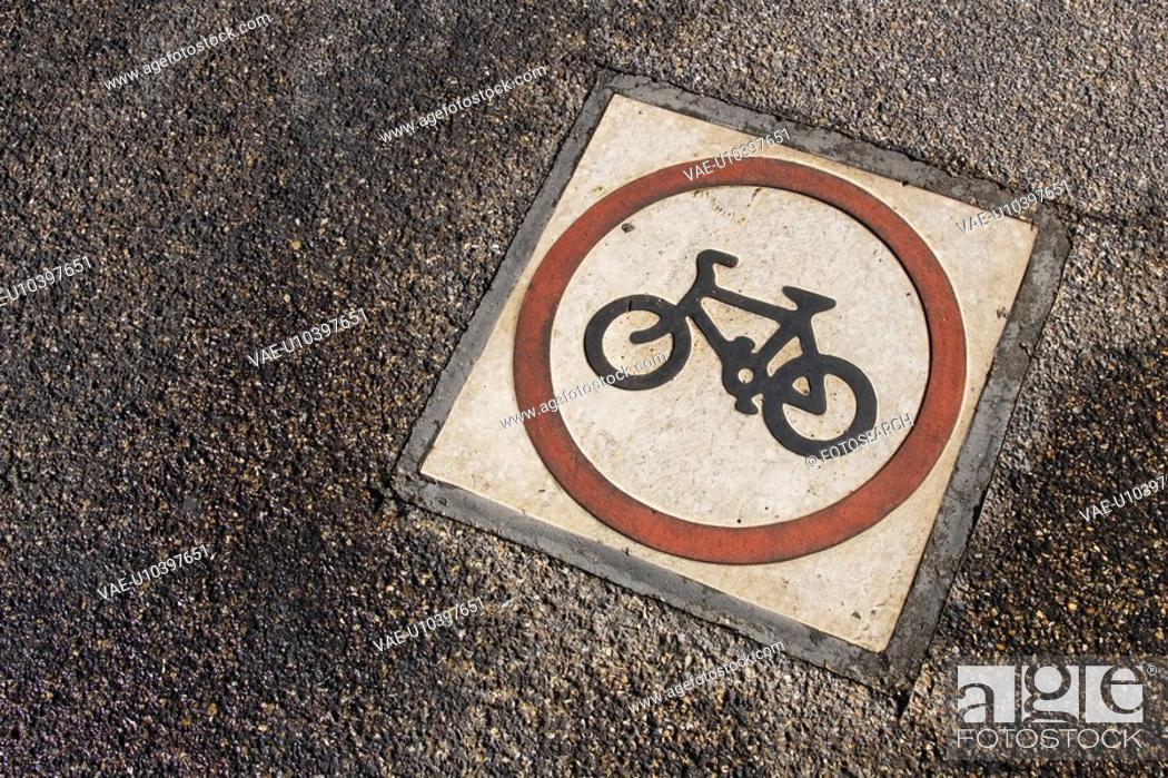 Stock Photo: Bicycle, Circle, Day, Grey, Hard.