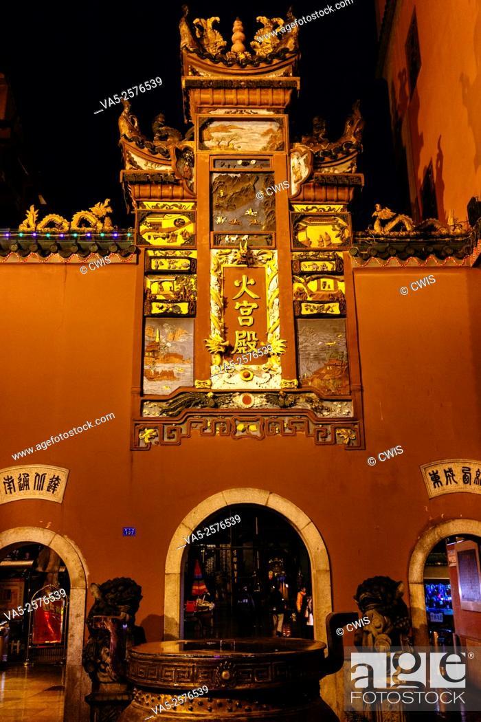 Imagen: Changsha, Hunan province, China - Night view of Huogongdian, the famous traditional Changsha snack restaurant.