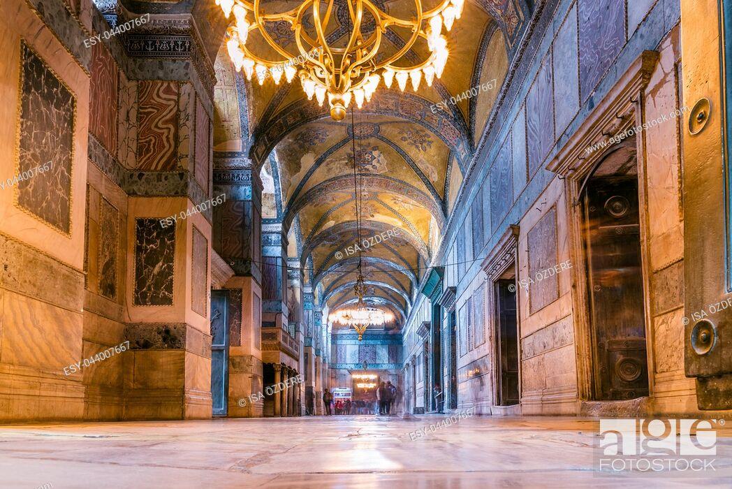 Imagen: ISTANBUL,TURKEY- MARCH 11: The Hagia Sophia (The Church of the Holy Wisdom or Ayasofya in Turkish) spectacular Byzantine landmark and world wonder in Istanbul.
