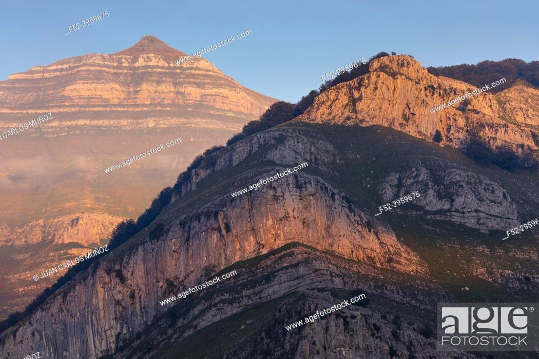 Stock Photo: Last light, Porracolina peak, Miera Valley, Valles Pasiegos, Cantabria, Spain, Europe.