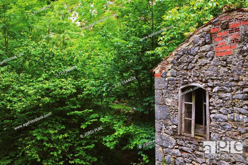 Stock Photo: Sotres, Picos de Europa, Asturias, Spain.