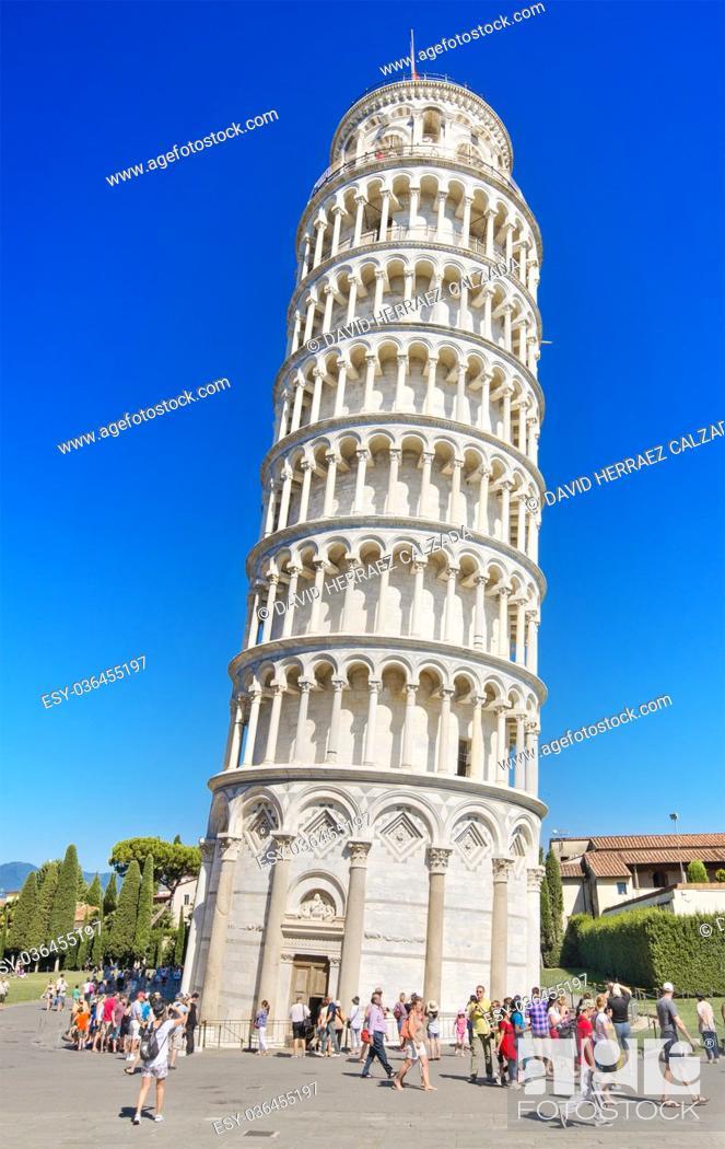 Stock Photo: Tourist visiting famous Italian landmark Pisa tower.
