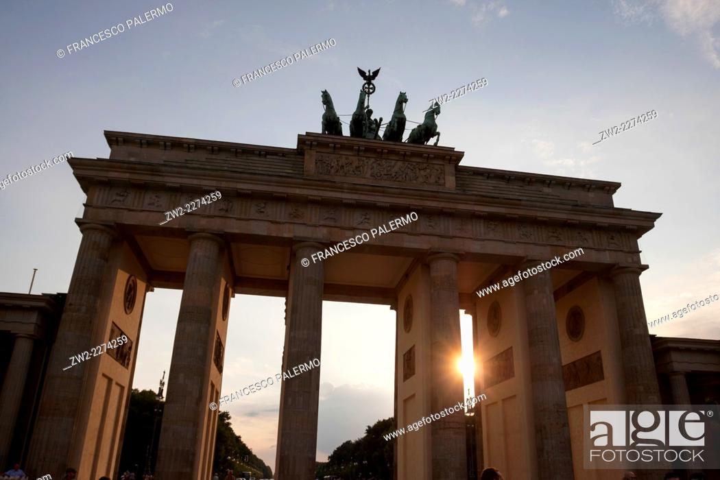 Stock Photo: Backlight of the triumphal neoclassical Berlin's arch. Berlin, Berlin-Brandenburg. Germany.