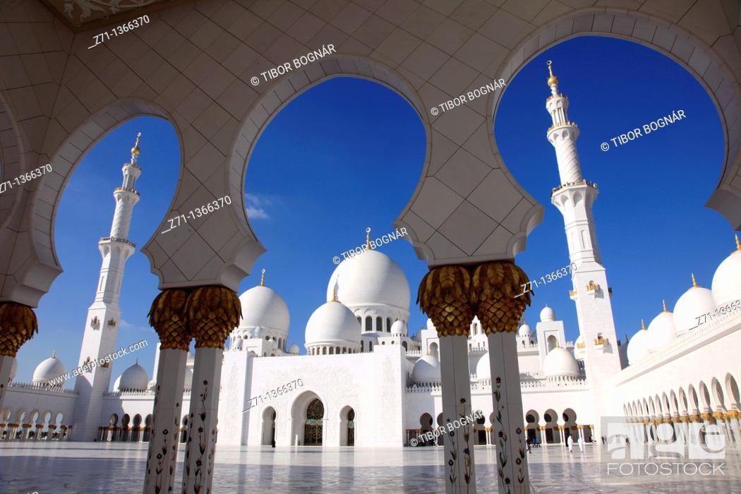 Stock Photo: United Arab Emirates, Abu Dhabi, Sheikh Zayed bin Sultan al-Nahyan Mosque,.
