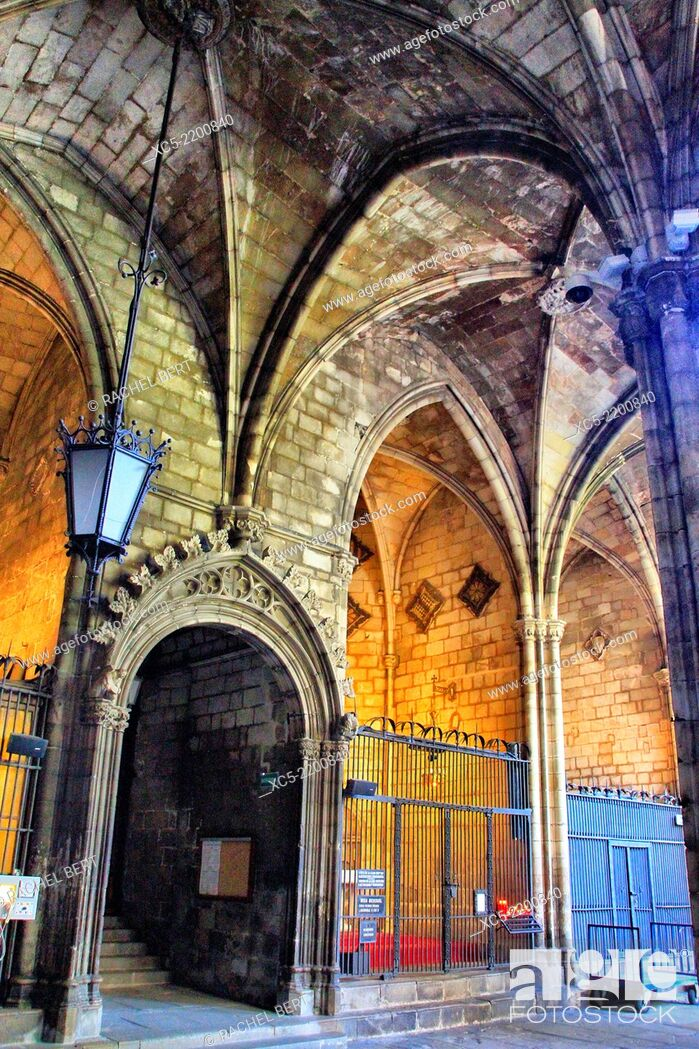 Stock Photo: Cloister of the Catedral Barcelona. Catalonia.