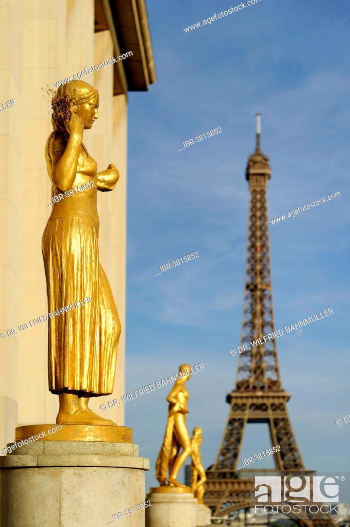 Stock Photo: Golden statues at the Palais de Chaillot with the Eiffel Tower, Place du Trocadero, 16th Arrondissement, Paris, France.