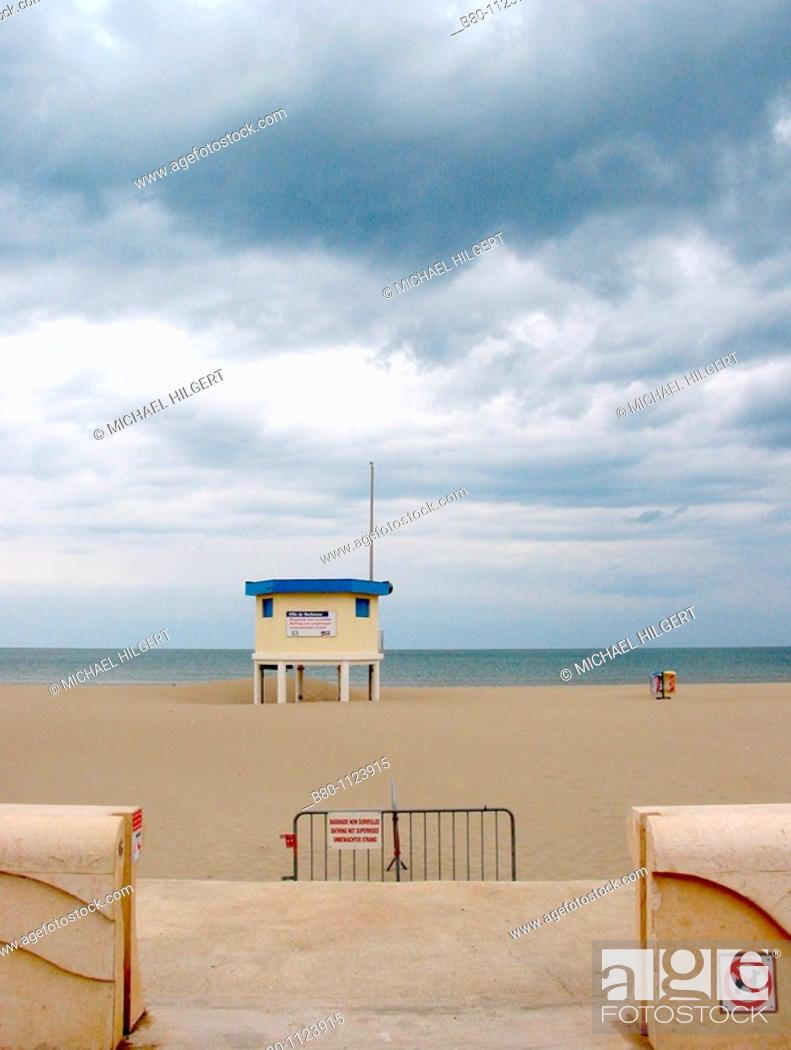 Stock Photo: Beach, beginning of the season, house of lifeguard, Narbonne Plage, Golfe du Lion, the Mediterranean Sea, France.