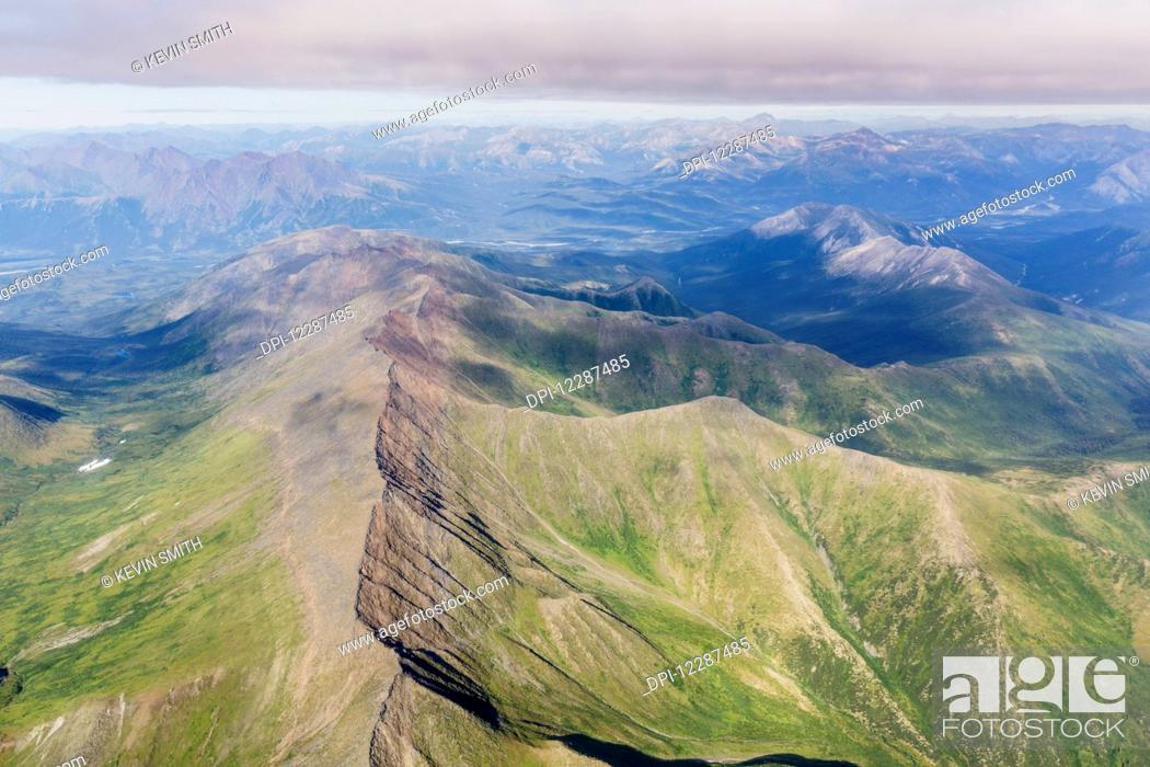 Imagen: Aerial view of mountain ridges in the Brooks Range; Alaska, United States of America.