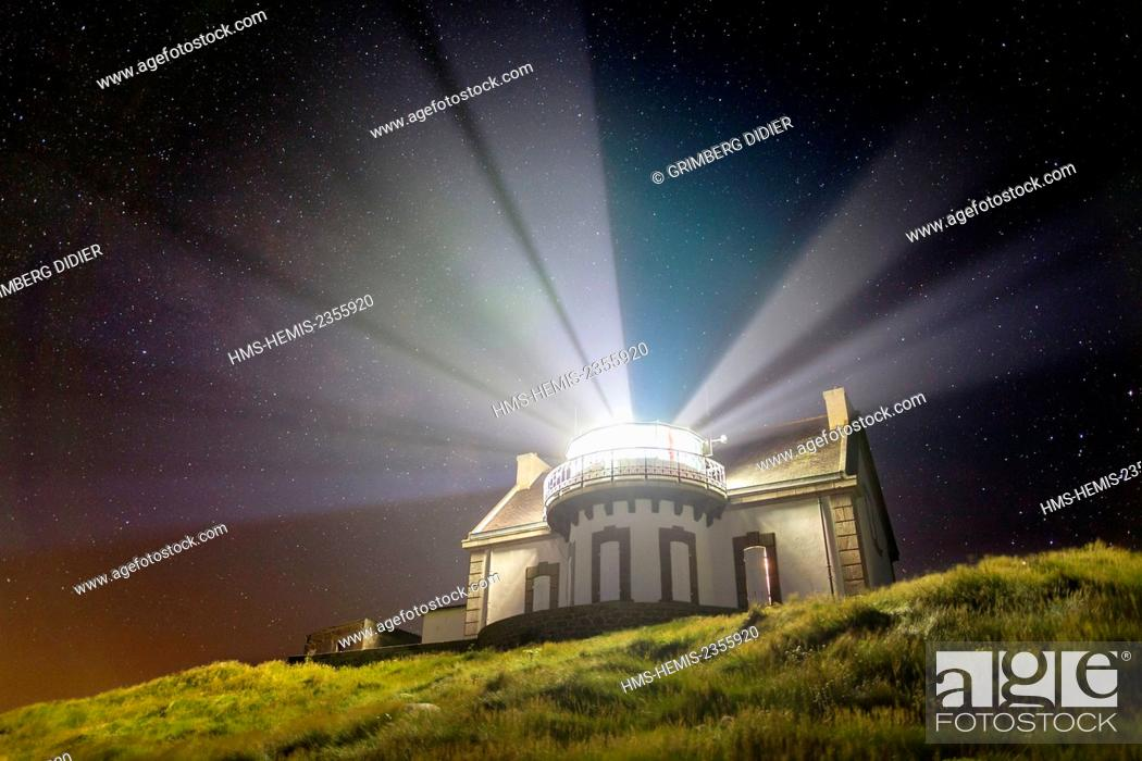 Stock Photo: France, Finistere, Cap Sizun, Pointe du Millier, Millier lighthouse rays in the night, Great National Location.