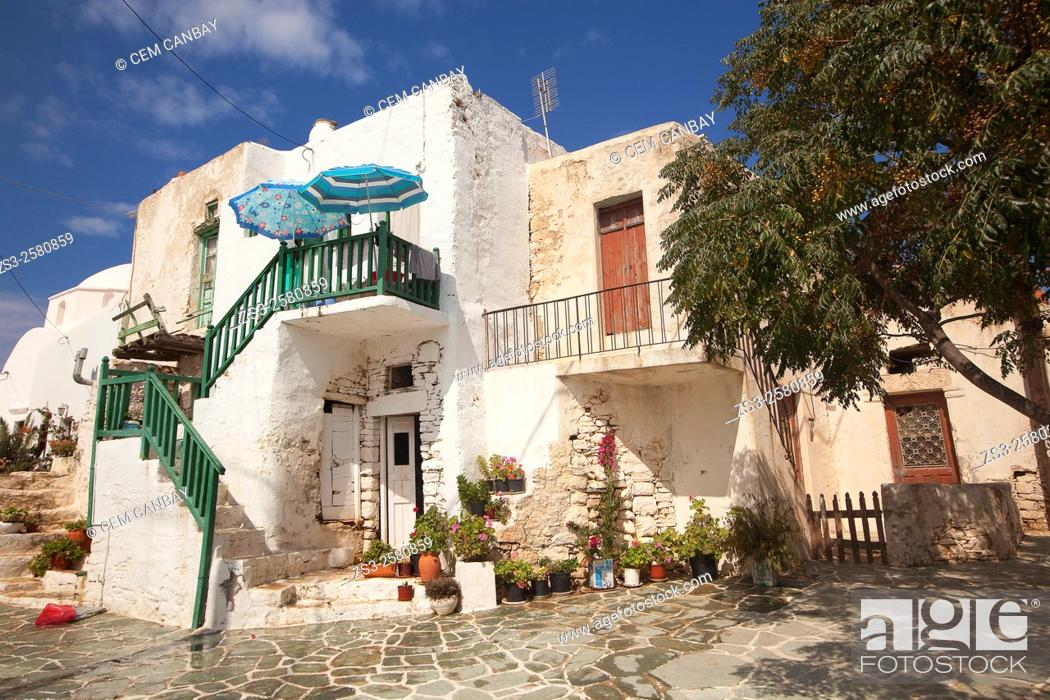 Imagen: Whitewashed Cyclades house in town center Hora, Folegandros Cyclades Islands, Greek Islands, Greece, Europe.