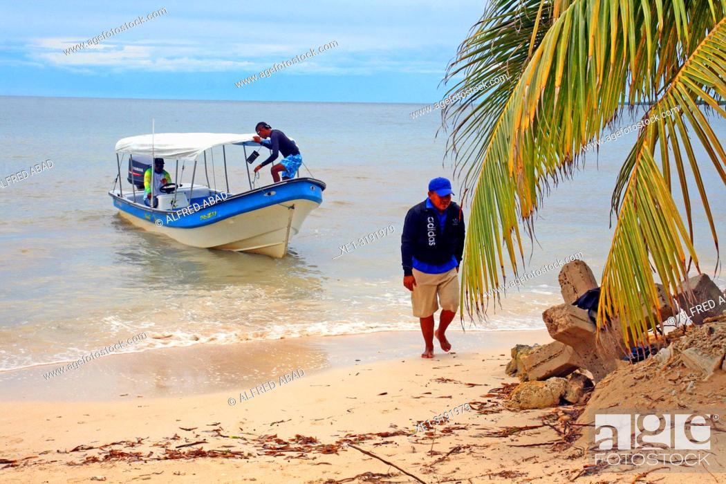 Imagen: boat and beach, Barú Peninsula, Caribbean Sea, Colombia.