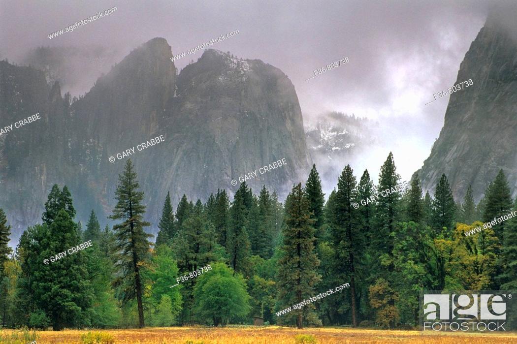 Stock Photo: Fall rain clouds over Yosemite Valley, Yosemite National Park, CALIFORNIA.