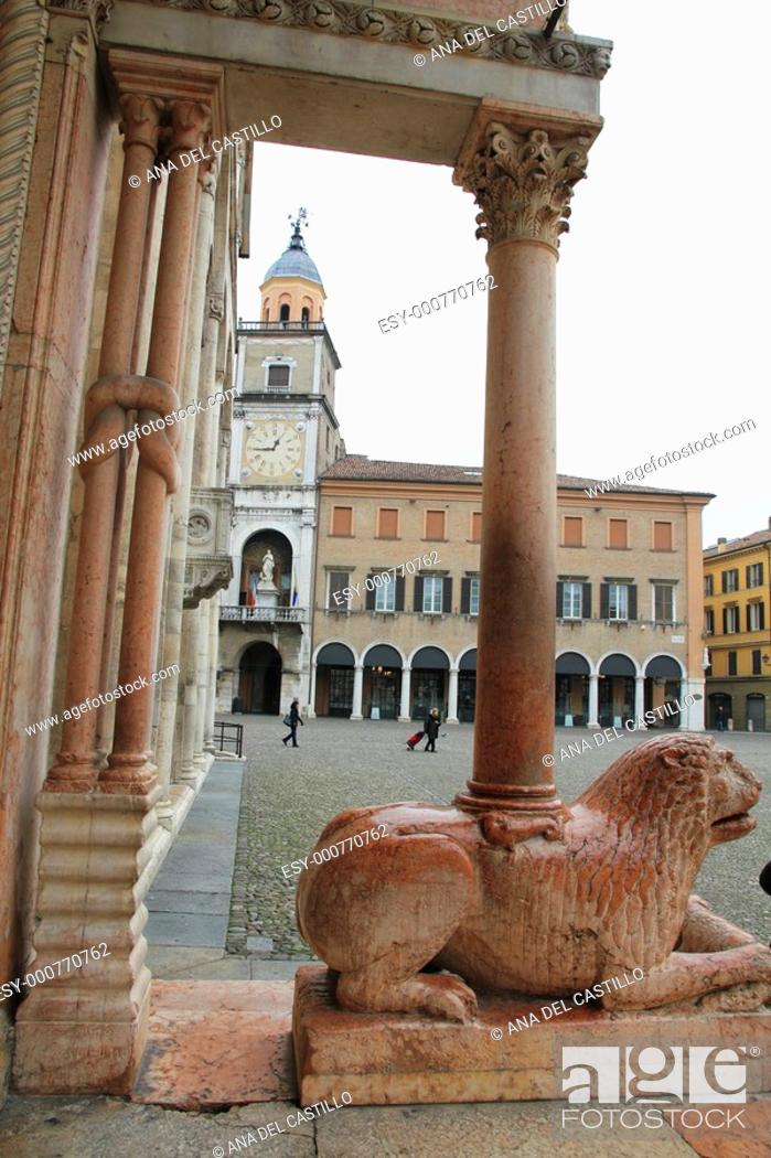 Imagen: Lion entrance of the Cathedral Piazza Grande Modena Italy.